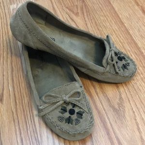 Minnetonka Beaded Suede Moccasin Loafer 7.5